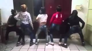Turras Bailando Hoy Si Mami - El Apache Ness