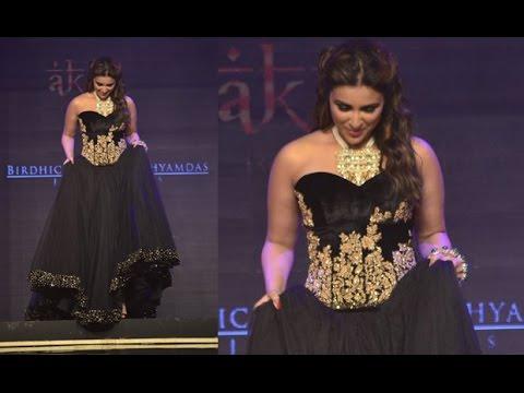 IIJW 2014 Grand Finale   Parineeti Chopra Thigh Cut Black Gown