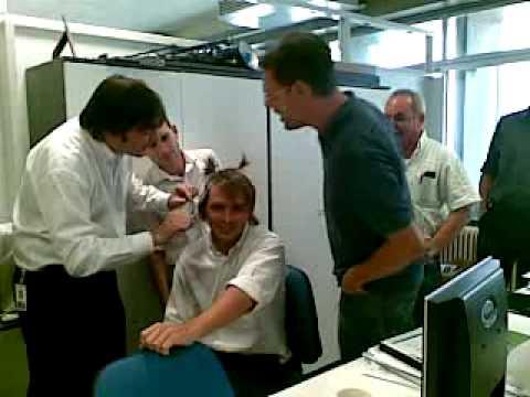 Felicitaciones Ingeniero Cortandole el pelo al Piña Parte 1