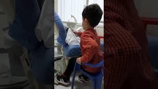Haruni duke pastruar dhëmbët e lepuroshit te Klinika Dentare Dent-In 😘