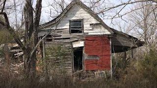 Sad Abandoned North Alabama House #59 - LOTS of belongings left...