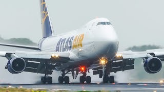VERY HARD BOEING 747 LANDING on a wet runway
