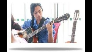 Indian girl play with guitar song dheere dhhere se meri jindagi me aana