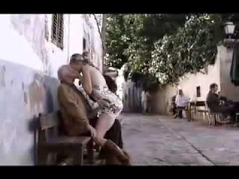 loira gostosa beijando velhinho Hot girl kissing old man Sasha Grey