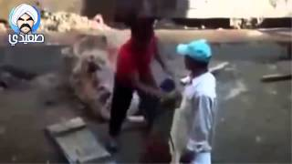 هندي يطارد شعاع ليزر علشان مش عارف إيه هو ده