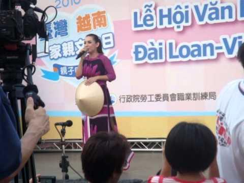 Phi Nhung tai Dai Loan 2010-小城故事.MPG