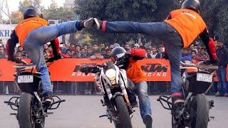 Kissing😘😘 Stunt Show from KTM Duke Bike.