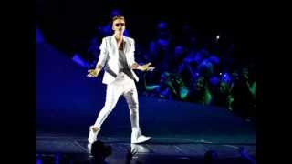 Justin Bieber Stops Concert for Adhan