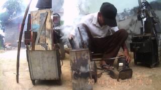 Tukang Patri atau tambal logam bocor =Stained or patched metal artisan leak