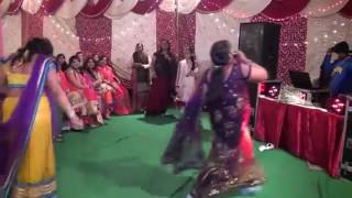 Drunk lady dance in a marriage