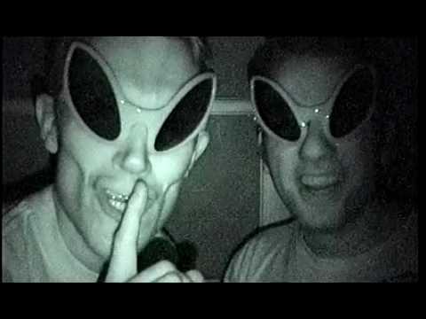 Broma de extraterrestres termina mal sub español