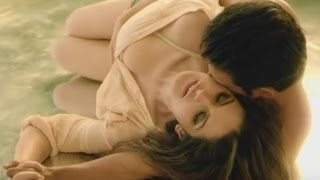 Zarine Khan kissing and sleeping with guy in hot scene