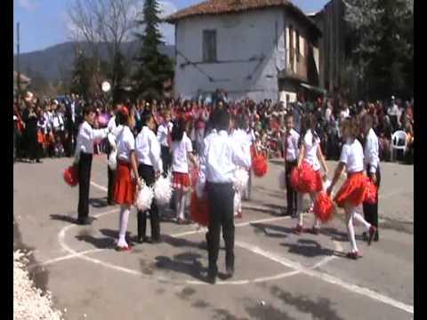 Akçakoyun yibo 2A sınıfının hazırladığı Hayat Bayram Olsa dans gösterisi