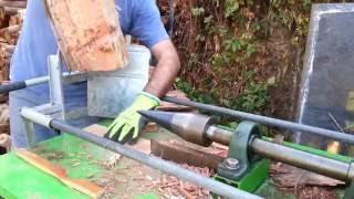 Homemade screw cone log splitter - Splitting hard wood eucalyptus. מבקעת עצים - ביקוע אקליפטוס