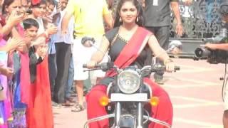 'Sairat' Team At 'Chala Hawa Yeu Dya' Sets   Rinku Rajguru   Nagraj Manjule   Lehren Marathi   YouTu