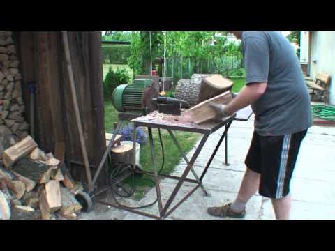 Homemade log splitter from scrap Savadarbė malkų skaldyklė pagaminta iš atliekų.