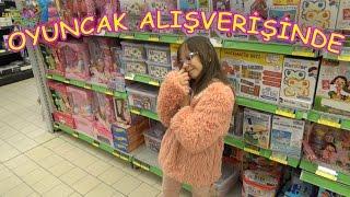 Alışverişte Oyuncak Bebek ve Oyuncak Hediyeli Pocoyo Dergi Aldım - Eğlenceli Çocuk Videosu