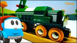 Leo the Truck in TOY TOWN! - BRIO Toys unpacking Toy SAWMILL & Locomotive Toy Trains & Toy Train set
