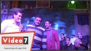 أبو صدام » يفاجئ « أحمد شيبه » فى فرح شعبى للمرة الثانية