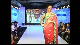 Hot and Sexy Models in Indian Traditional Wear Walks the Ramp