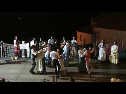 Portuguese folk dance Marcadinha Os porquinhos da ribeira &