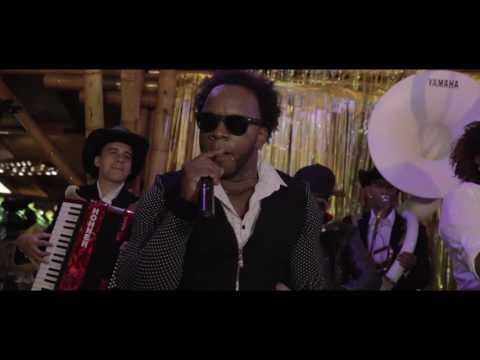 Integración Casanova Me Resbala Official Video