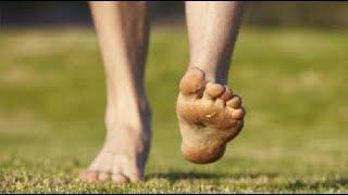 هذا ما يحدث لك عندما تقوم بالمشي حافي القدمين لمدة 5 دقائق يوميا.. انشروها للإفادة !