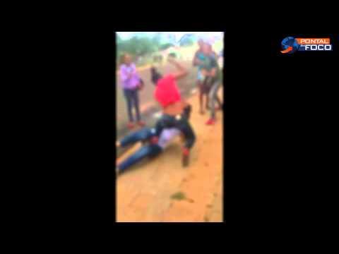 Vídeo flagra adolescentes se agredindo em frente escola em Ituiutaba