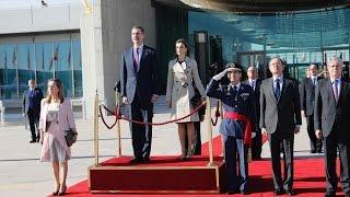 Despedida oficial con honores a los Reyes, que emprenden viaje a Japón