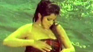 Hot Bathing Scene - Teen Chor