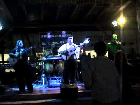Luis Max & Blue Moon performing Hotel California