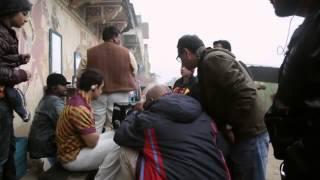 Making Of 'PK': The Funny Aamir Khan & Fat Barber Scene