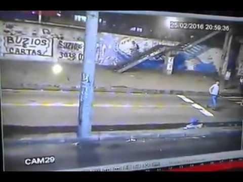 Mulher desce do ônibus cai é atropelada e morre no RJ