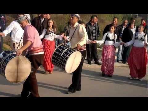 Hoqjanet po e festojn perurimin e rruges se re 01.11 2011