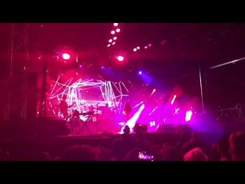 M83 feat. Mai Lan - Laser Gun & Go, live Mp3