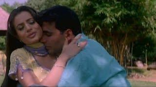 Akshay Kumar and Ameesha Patel in romantic mood