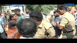 Husband makes his Wife nude and beats in public at Nizamabad | Express Tv
