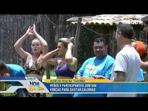 AS EX PEOAS KARINA BACHI E MIRELLA SANTOD VISITAM A FAZENDA
