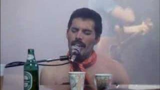 Queen - We Will Rock You / We Are The Champions Live