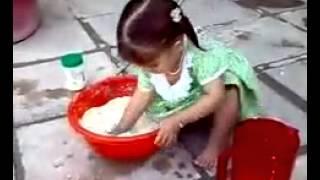 بنات اول الحلوات يتعلمون العجين والخبز