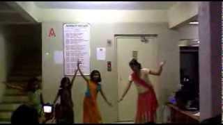 sweety, pari n her frnds dancing on kashmir mai tu kanyakumari