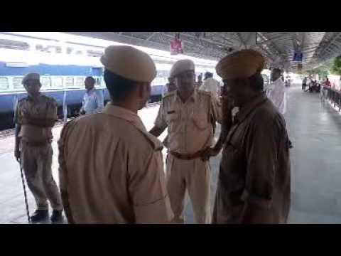 Xxx Mp4 Police Took The Suspect Video By MoolaRam N Saran 3gp Sex