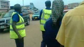 A Taxi Driver  Fight ing With a Road Traffic Controllers (2).3gp
