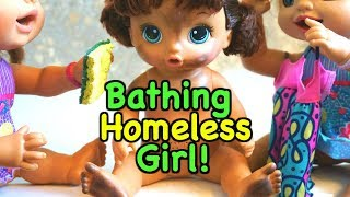 BABY ALIVE Homeless Honey Takes A Huge Bubble Bath To Get Clean! Baby Alive Videos