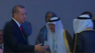 الوزيرالمصري يتعمد عدم مصافحة الرئيس التركي أردوغان شاهد كيف رد عليه