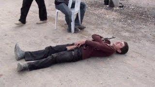Adolescentes pegam em armas na Síria
