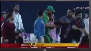Crazy mashrafe fan entering in field. মাশরাফির পাগলা ফ্যান যখন মাঠের ভিতর