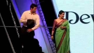 Shah Rukh Khan, Hugh Jackman, Vidya Balan shake a leg at FICCI FRAMES