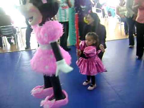 Nueva Montesia Caty y su piñata de dos años Mimi Mau