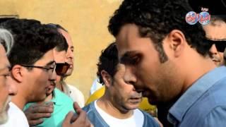 دموع وأحزان نجل الفنان وائل نور فى وداع أبيه